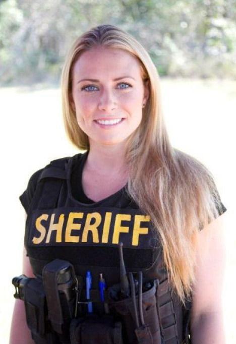 5c4ac2311327230ef7de262df128cab6--female-cop-female-police-officers