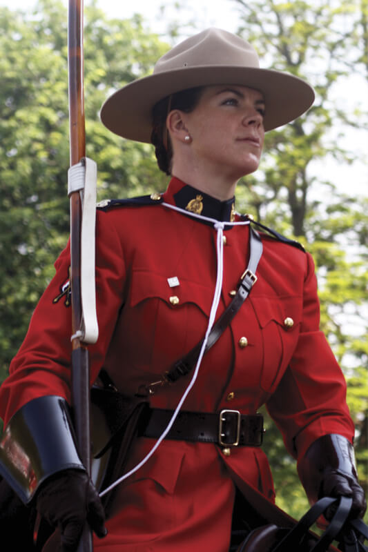female-rcmp-officer-horseback